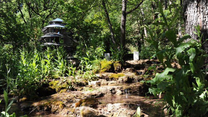Agathe Larpent_L'eau coule, les pierres demeurent immobiles au fil de l'eau