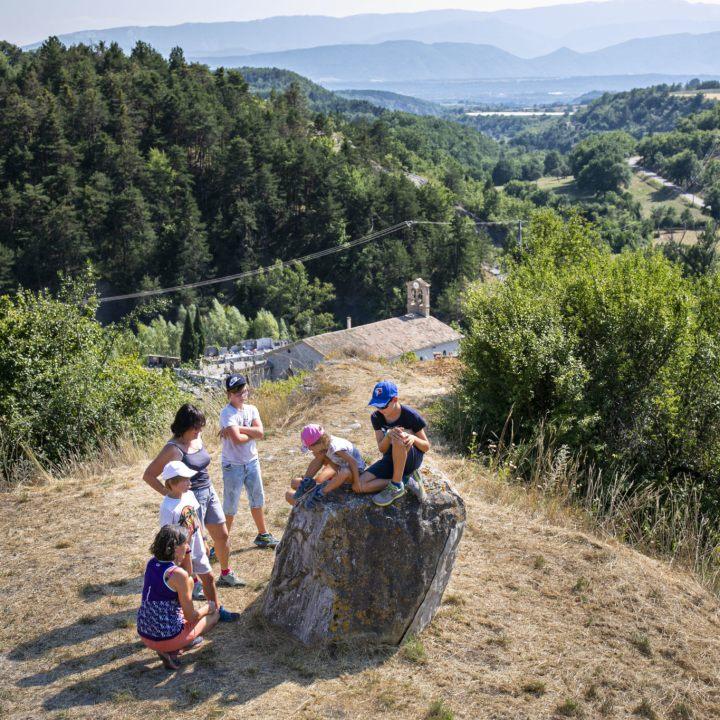 Sentier des Contes, les rochers qui parlent. Hautes Terres de Provence.