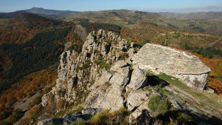ARDECHE_Arcens, rocher de Soutron, S Bugnon